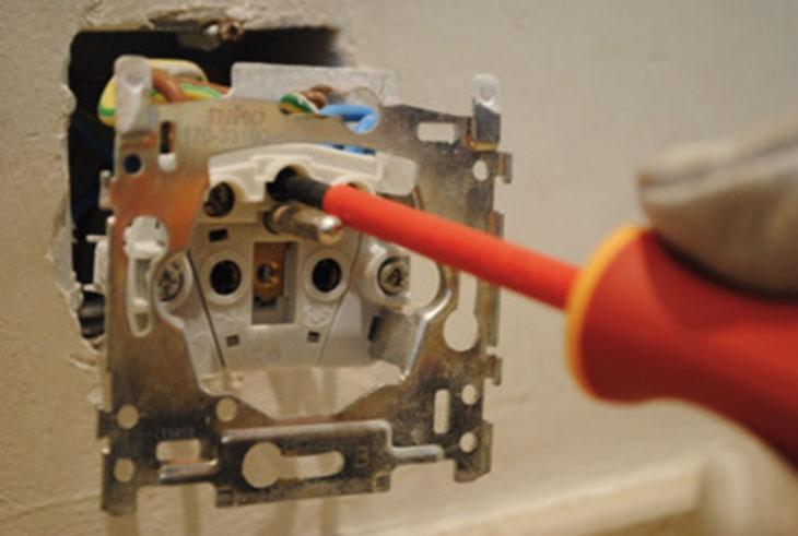 maak stopcontact van karton